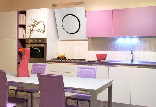 Кухня в розовых оттенках