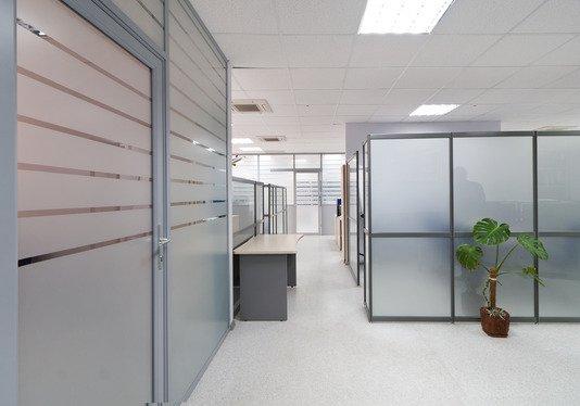 Современный офис с перегородками